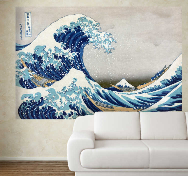 """Tenstickers. Kangawan suuri aalto sisustustarra. Katsushika Hokusain kuuluisa puupiirros Kangawan suuri aalto on yksi tämän suuren mestarin tunnetuimmista töistä. Teos on osa """"36 näkymää Fujivuorelle"""" sarjaa jossa esitetään värikkäissä ja suhteellisen suurikokoisissa puupiirroksissa erilaisia maisemia joissa näkyy taustalla Fujivuori."""