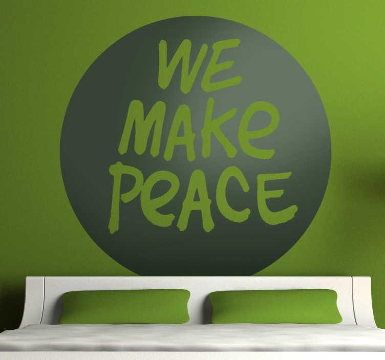 """TenStickers. Sticker we make peace. Een leuke muursticker met de Engelstalige tekst """"We make peace"""". Een mooie muurtekst voor de decoratie van de muren of ramen in uw woning."""