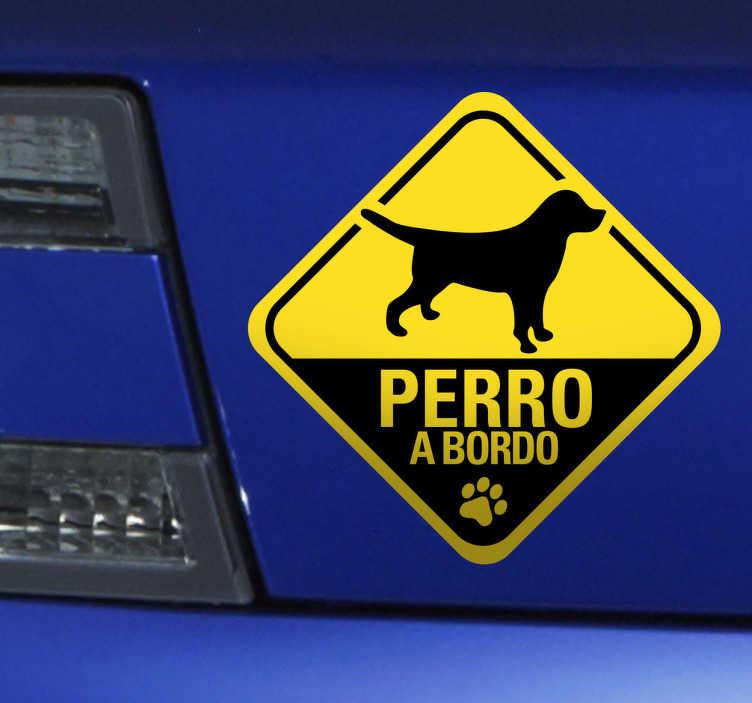 TenVinilo. Adhesivo para coche perro a bordo. Pegatina de señalización para tu vehículo advirtiendo de que viaja tu mascota. Pegatinas perro a bordo para todos aquellos amantes de las mascotas.