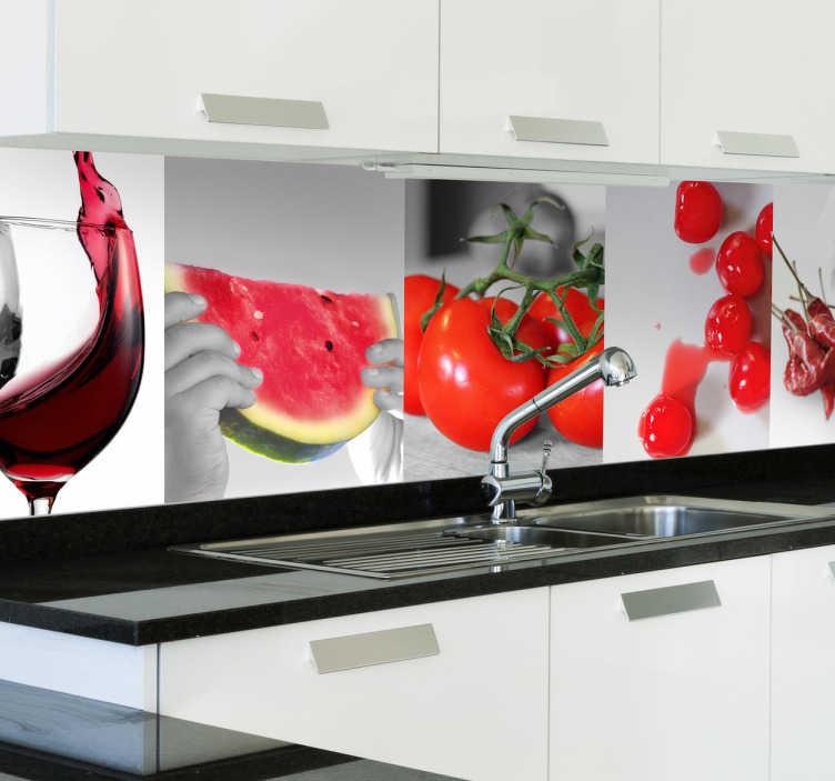 TenStickers. Rote Lebensmittel Aufkleber. Eindrucksvolle Fototapete verschiedener roter Nahrungsmittel, wie Tomate, Melone und Rotwein. Mit diesem Sticker machen Sie Ihre Wand zum Hingucker!