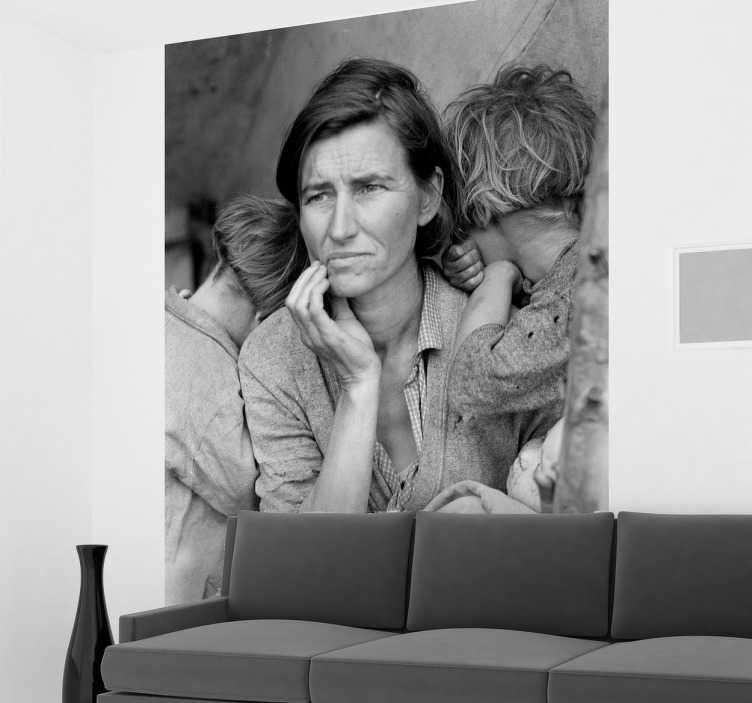 """TenVinilo. Vinilo decorativo foto Dorothea Lange. Adhesivo con la fotografía """"Madre migrante"""" de la artista estadounidense que mejor recreó la Gran Depresión."""