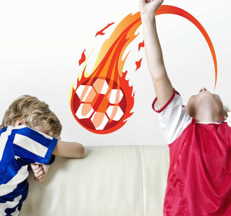 TenStickers. Feuerball Wandaufkleber. Toller Kinder Sticker - Illustration eines brennenden Fußbballs. Super zur Dekoration des Kinderzimmers. Produktion an einem Tag