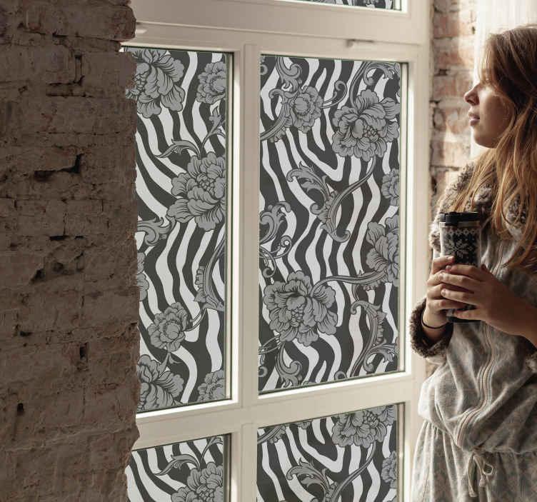 TENSTICKERS. ゼブラプリントと装飾用フラワーウィンドウデカール. 窓の装飾のための装飾的な花のデカール。あなたが好きで、それがどんな窓スペースの表面もカバーするであろうゼブラパターンのデザイン。