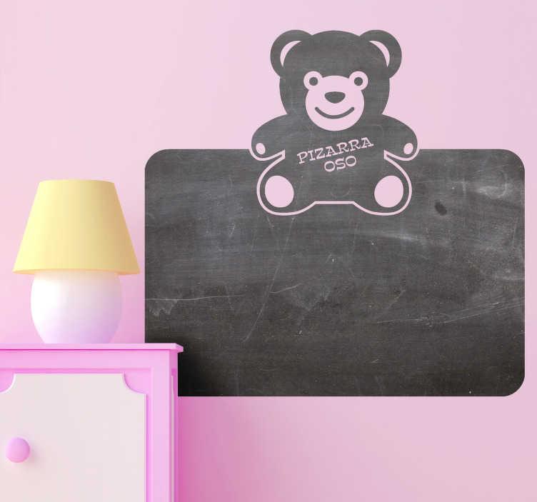 TenVinilo. Vinilo decorativo pizarra oso peluche. Que los más pequeños dibujen sin miedo en la pared con este adhesivo coronado por un sonriente osito.