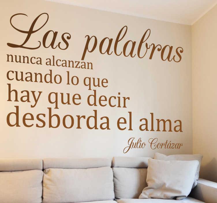 TenVinilo. Vinilo decorativo Cortázar. Adhesivo tipográfico con un extracto de un texto del escritor argentino nacido en Bélgica.