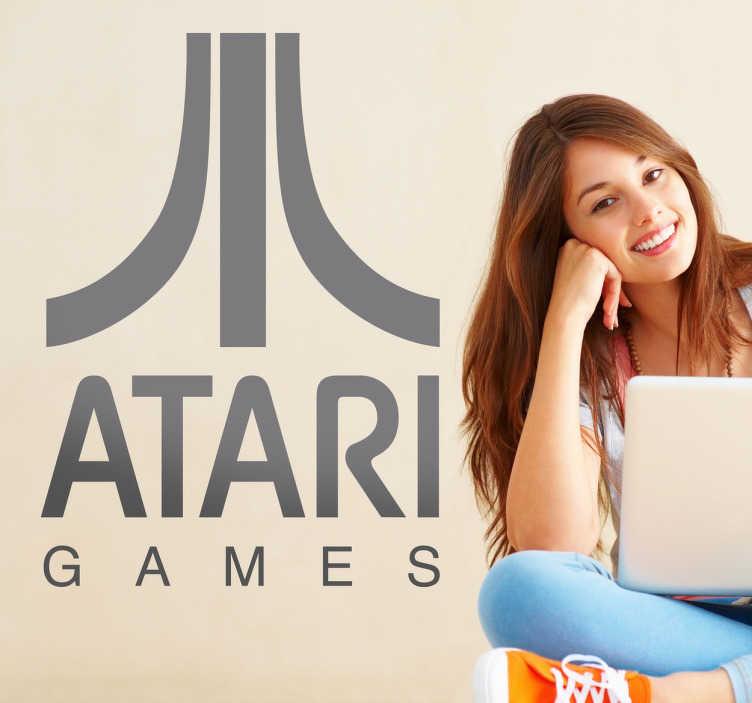 TenVinilo. Vinilo decorativo logo Atari. Logotipo adhesivo de la famosa marca americana pionera en la creación de videojuegos arcade.