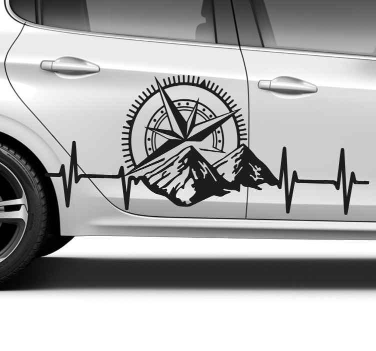 TENSTICKERS. 車の窓用デカール用の山とコンパス. スイスの森のイラスト、ハートビートのシルエット、コンパスが描かれたカスタムカーステッカー。 +10,000人の満足した顧客。