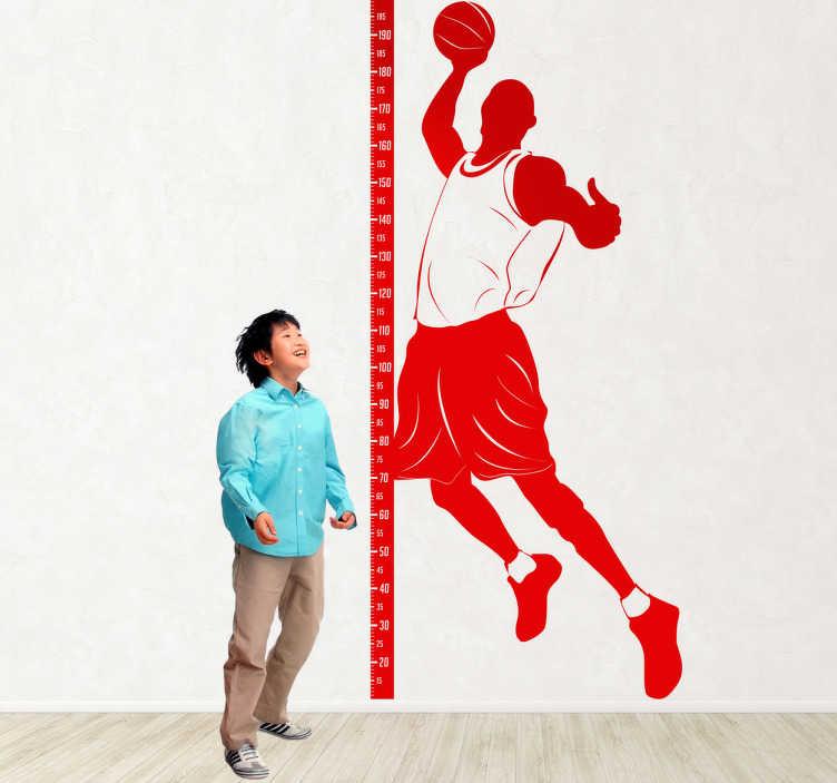 TenStickers. Wandtattoo Maßband Basketball. Gestalten Sie das Kinderzimmer mit diesem Wandtattoo einer Messlatte. Dazu ein Bild eines berühmten Basketballers.