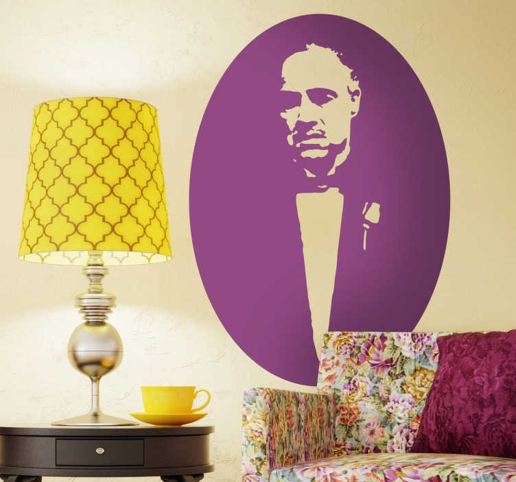 TenStickers. Sticker film Vito Corleone. Een leuke muursticker gebaseerd op het hoofdpersonage uit de bekende maffiosi film The Godfather gespeeld door Marlon Brando.