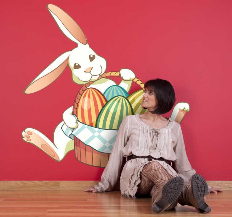 TenStickers. Sticker lapin Pâques panier. Stickers pour enfant illustrant un lapin de Pâques distribuant les œufs en chocolat de son panier.