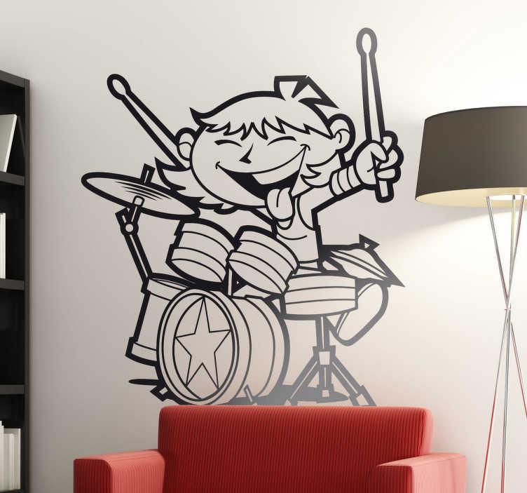 TenStickers. Naklejka dla dzieci perkusista. Zabawna naklejka na ścianę przedstawiająca młodego perkusistę w trakcie występu. Obrazek dostępny jest w różnych rozmiarach i kolorach.