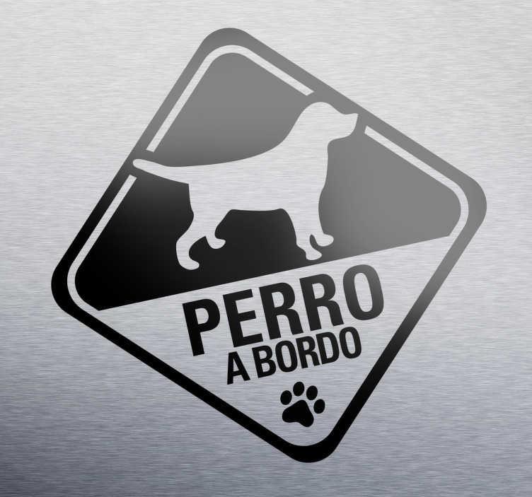 TenVinilo. Adhesivo perro a bordo invertido. Advierte al los conductores con este vinilo especial que en tu vehículo viaja tu mascota. Si te gustan los perros y eres de los que siempre lo llevas a todas partes, muestra también cuando lo llevas en el coche.