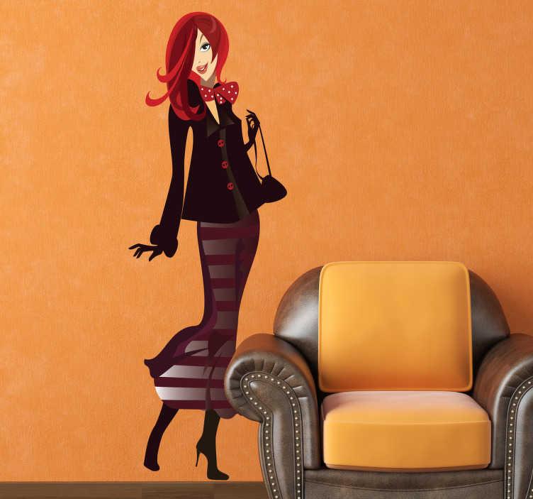 TenStickers. Naklejka kobieta w bordo. Naklejka dekoracyjna przedstawiająca smukłą sylwetkę kobiety z rudymi włosami w bordowym stroju. Naklejki do kobiecych wnętrz.