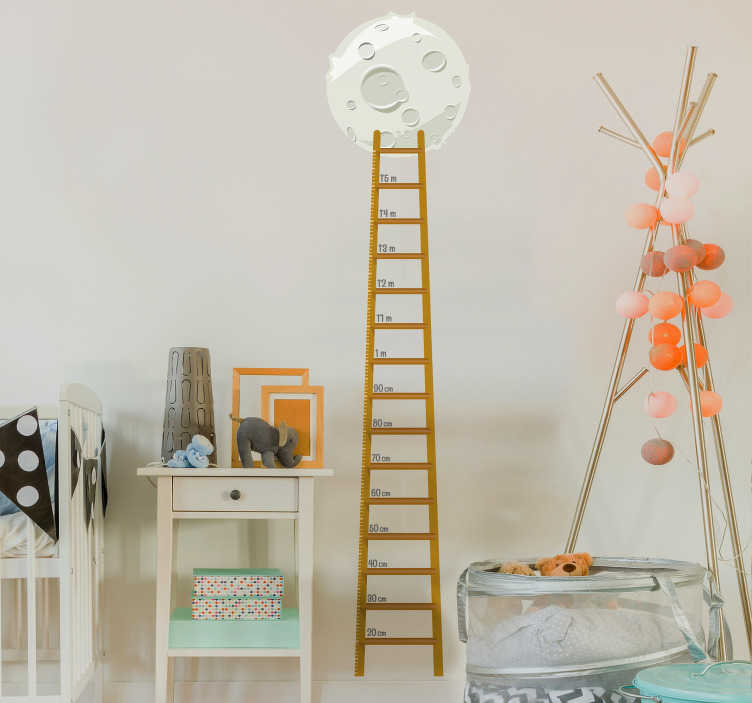 TenStickers. Groeimeter Muursticker Kinderen. Houd de groei van uw kind bij met deze groeimeter muursticker met een maan en een ladder. Verkrijgbaar in verschillende maten. Voordelig personaliseren.