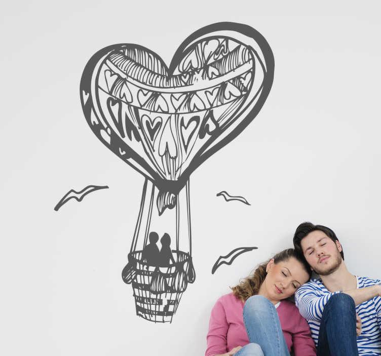 TenStickers. Naklejka dekoracyjna podróż balonem. Naklejka dla zakochanych. Obrazek przedstawia zakochaną parę podróżującą balonem w kształcie serca.