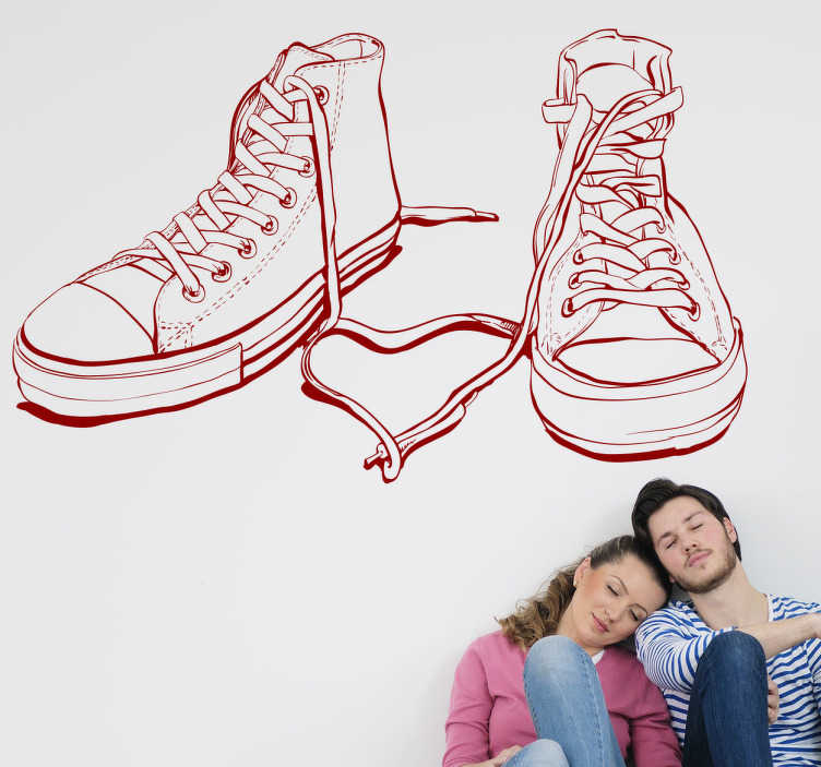 TenStickers. Sticker schoenen basketbal. Een leuke muursticker met hierop de tekening van een paar basketbalschoenen. Bepaal zelf de gewenste grootte en kleur voor deze wanddecoratie.