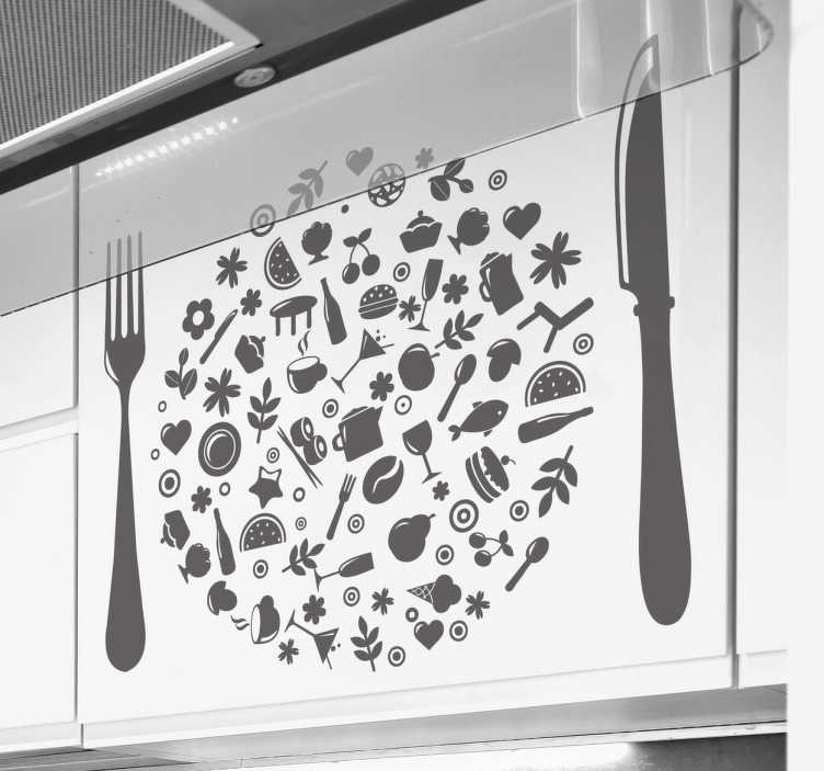 TenStickers. Sticker origineel eetgerei. Houdt u van koken en zoekt u iets om uw keuken mee te decoreren? Dan is deze muursticker iets voor u. Het symboliseert een mes, vork en een bord. Het bord zit vol met allerlei verschillende gerechten en symbolen omtrend eten en drinken. Geschikt om uw woning mee te personaliseren.