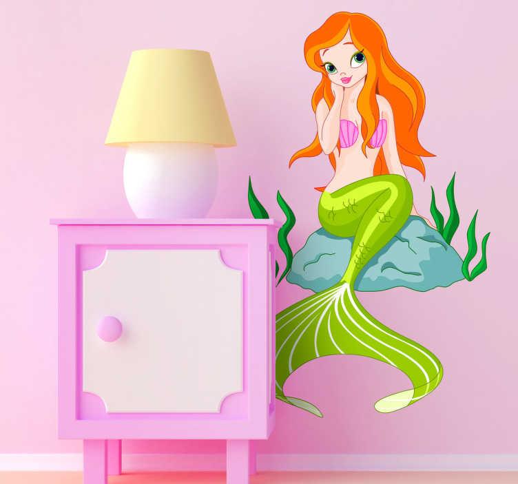 TenStickers. Adesivo bambini sirena seduta. Illustrazione in sticker di un grazioso essere mitologico noto dalla narrativa classica.