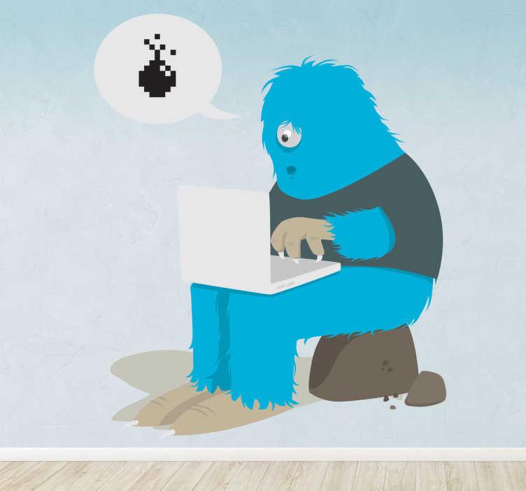 TenStickers. Naklejka dekoracyjna potwór z komputerem. Zabawna naklejka dekoracyjna dla dzieci, która przedstawia samotnego niebieskiego potwora z komputerem na kolanach.