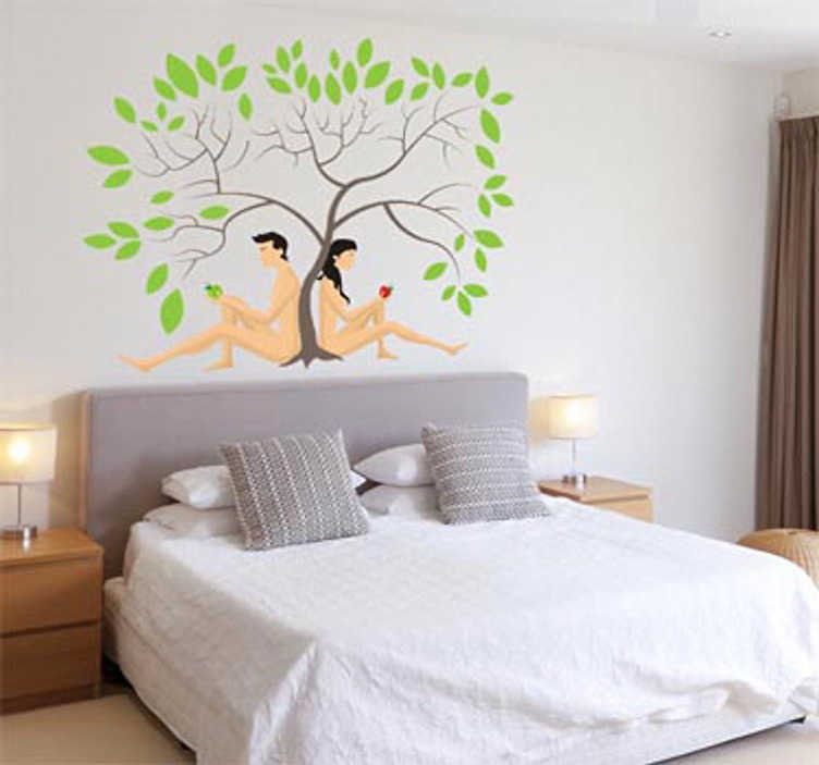 TenStickers. Sticker decoratie Adam en Eva. Muursticker van Adam en Eva in het hof van eden onder de levensboom. Een leuke decoratie sticker voor de decoratie van de muren in je woning.