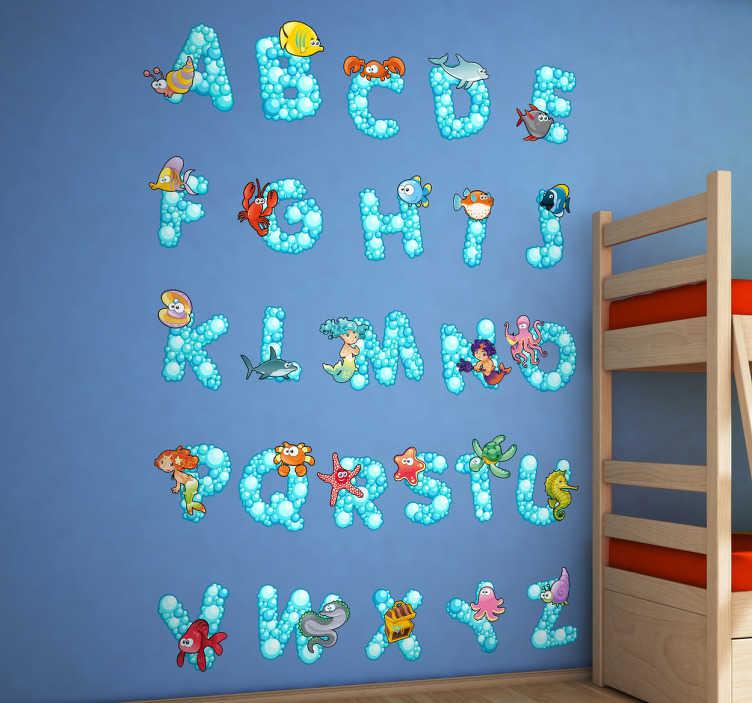 TenStickers. Sticker ocean alphabet. Stickers représentant les lettres de l'alphabet accompagnées de mollusques et l'éléments marins.