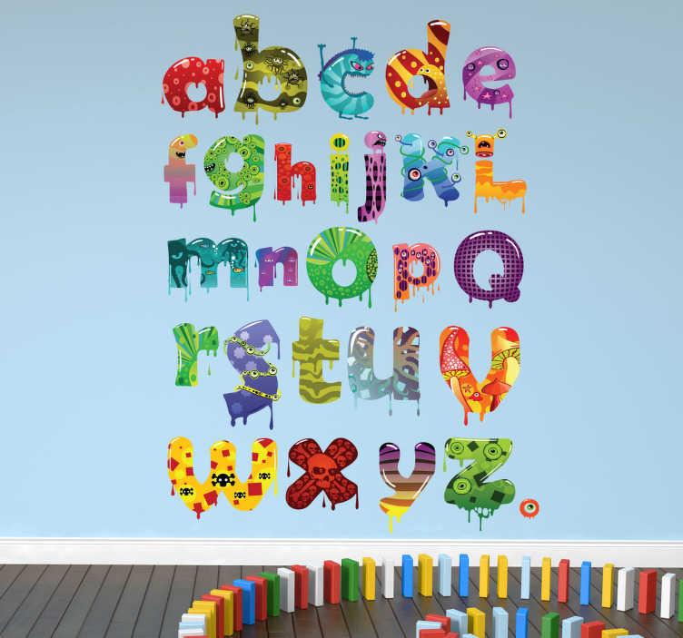 TenStickers. Sticker alfabet monsters. Het alfabet leren op een leuke manier? Dan moet je zeker deze muursticker hebben met het alfabet geschreven in verschillende monsters.