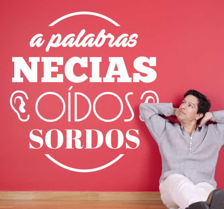 """TenVinilo. Vinilo refranes palabras necias. Original pegatina monocromo con el popular dicho castellano """"a palabras necias oídos sordos""""."""