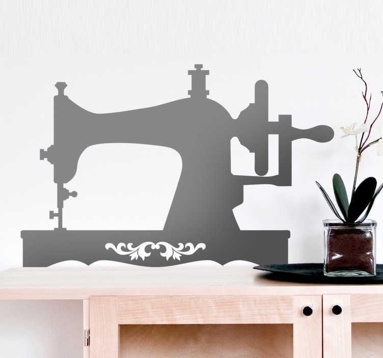TenStickers. 经典的缝纫机墙贴. 剪影墙贴纸插图的复古经典缝纫机和50种颜色。有各种尺寸可供选择。由高品质乙烯基制成的持久贴花。也适用于装饰家具,窗户,电器,设备等。