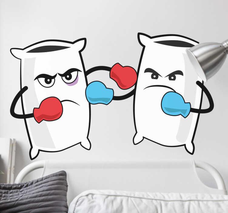 TenStickers. Muursticker kussengevecht. Deze sticker omtrent een vrolijke illustratie van een stel klaar voor een kussengevecht. Ideaal voor kinderen.