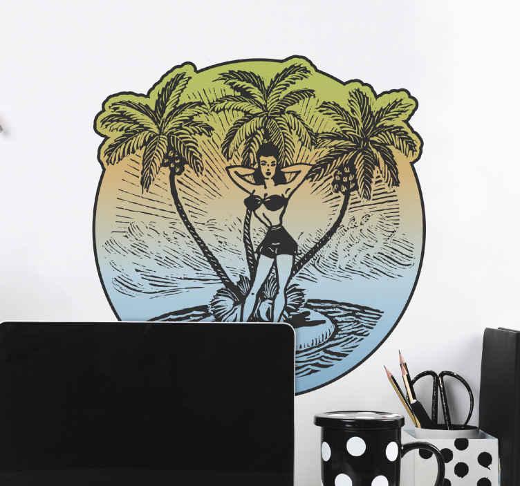 TenStickers. Pin up strand meisje sticker. Muursticker met een sensuele illustratie van een pin up strand meisje! Ze staat op een klein eilandje met zand en palmbomen met de zee om haar heen!