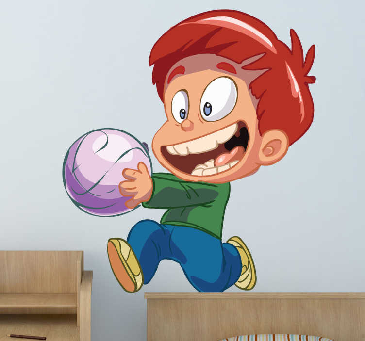 TenStickers. Adesivo bambini il mio pallone. Sticker decorativo che raffigura un allegro bambino dai capelli rossi, mentre corre a giocare con il suo nuovo pallone.