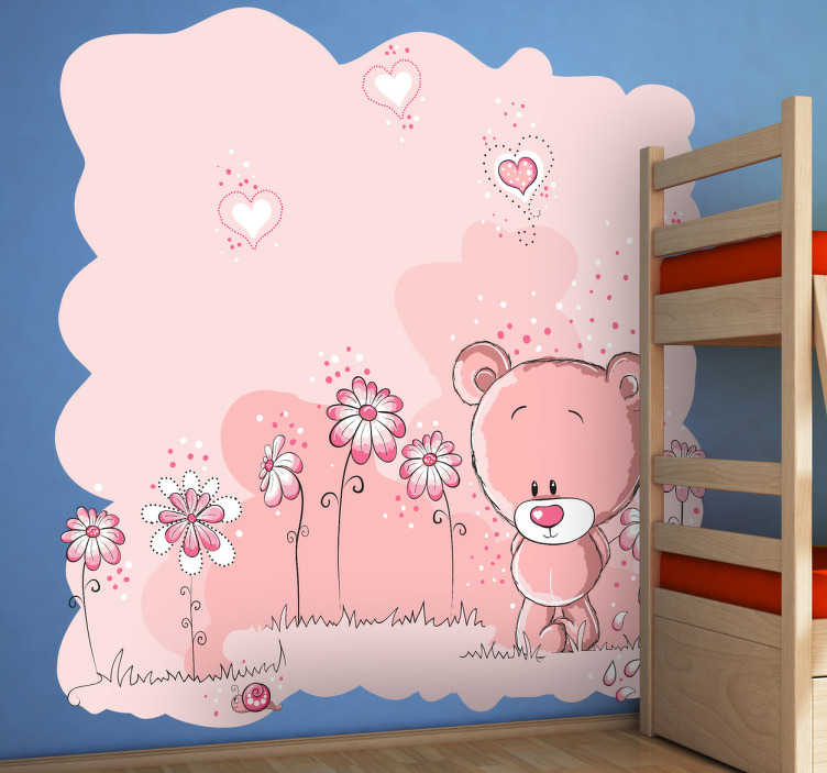 TenStickers. Sticker enfant ours en peluche rose. Stickers décoratif illustrant un ours en peluche au milieu d'un paysage de fleurs et de cœurs roses.