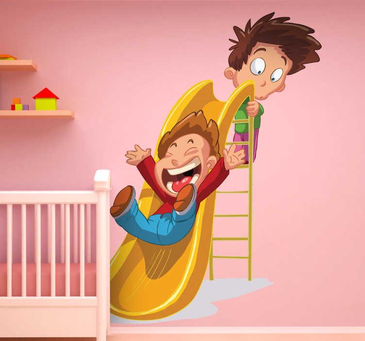TenVinilo. Vinilo infantil tobogán. En este adhesivo un niño se desliza por la atracción riéndose mientras el otro pide paso subido a la escalera.