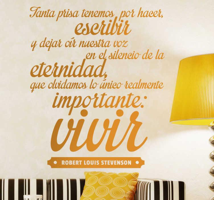 TenVinilo. Vinilo decorativo importante vivir. Adhesivo con una bonita cita del autor escocés Robert Louis Stevenson.
