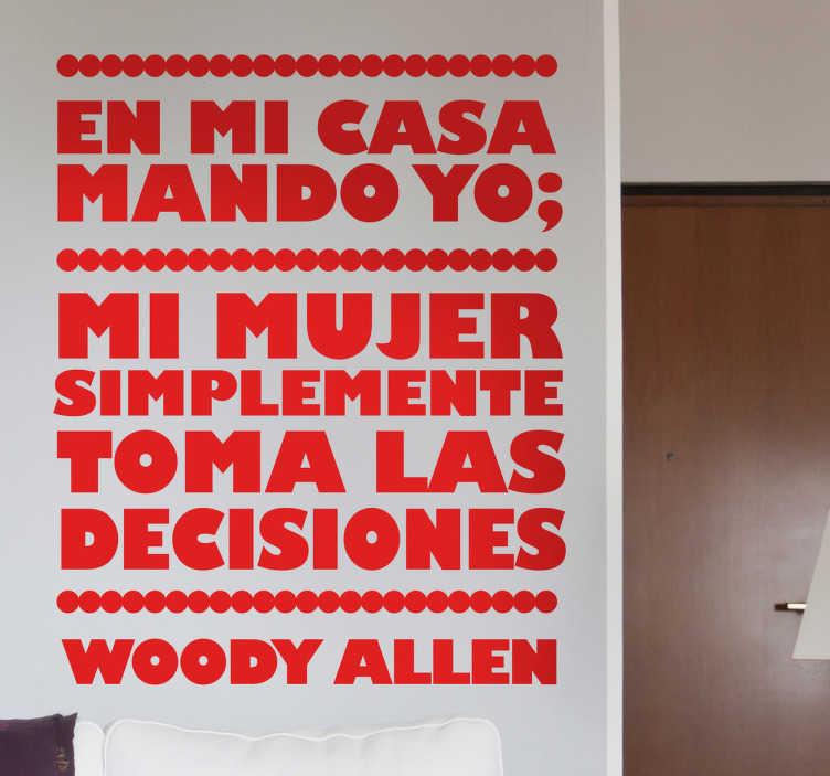 TenVinilo. Vinilo decorativo mujer decisiones. Gracioso chiste en adhesivo de Woody Allen en el que dice que en casa manda él, más o menos.
