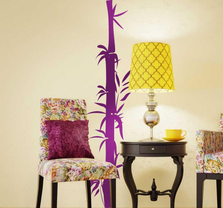 Tenstickers. Bambu gren dekal. En elegant växtmagasin av en lång bambu-gren med löv som kommer ut för att skapa en snygg look i ditt hem. Lägg till en orientalisk beröring till vilket rum som helst med denna klistermärke som enkelt och ekonomiskt kan omforma din inredning.