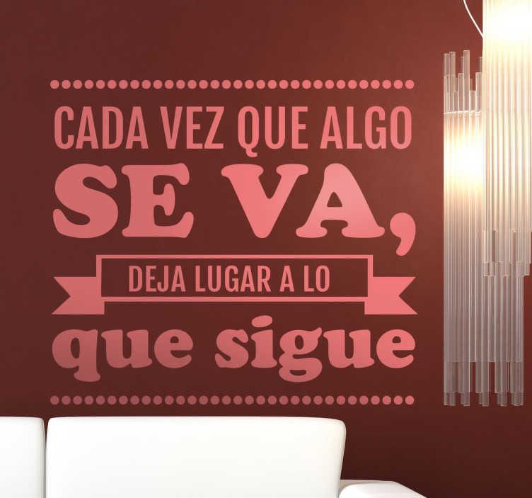 """TenVinilo. Vinilo decorativo se va Bucay. Extracto de un poético texto en adhesivo del escritor argentino que nos dice """"cada vez que algo se va deja lugar a lo que sigue""""."""