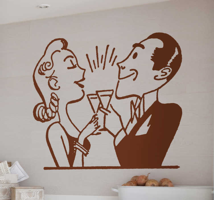 TenStickers. Par nazdravitev stenske nalepke. Kuhinjske nalepke - ilustracija gospe in gospoda nazdravljanja iz 50. Let. Na zdravje. Nalepke odlične za okrasitev vaše kuhinje ali jedilnega prostora.