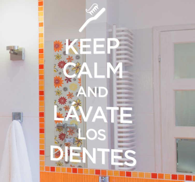 """TenVinilo. Vinilo pareja dientes espejo. Original adhesivo con una vinilo de texto con la frase """"Keep calm y lávate los dientes"""". Ideal para una decoración original del baño."""