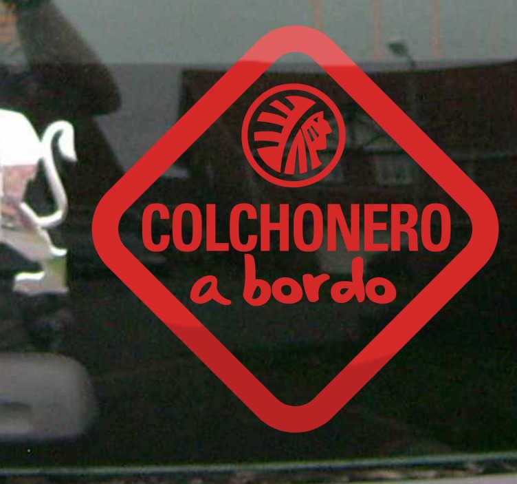 TenVinilo. Adhesivo decorativo colchonero a bordo. Vinilo de coche para los aficionados al Atlético de Madrid. Una pegatina ideal para personalizar tu vehículo y mostrar de que equipo de fútbol eres seguidor.