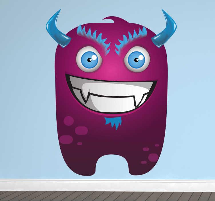 TENSTICKERS. 悪意のあるパープルモンスターキッズステッカー. 青い目、角、髪の毛を持つ悪意のある紫色の怪物を描く子供向けのデザイン。紫の壁のステッカーのコレクションからモンスターデカール。