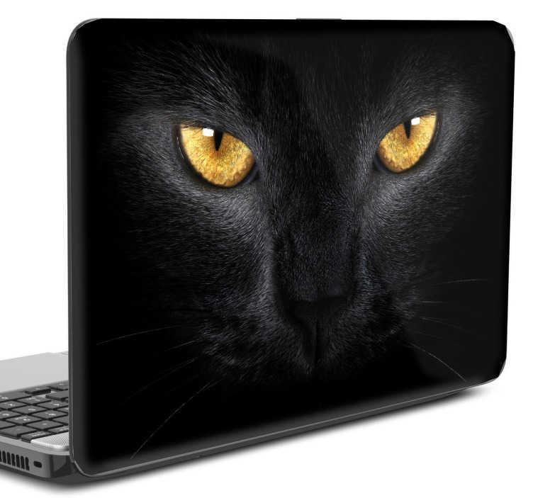 TenStickers. Naklejka na laptopa złote oczy kota. Wielbiciele kotów, ta naklejka jest dla was! Przedstawia ona zbliżenie na czarny pyszczek kota i jego złote oczy! Wyprzedaż się kończy, zamów taniej!