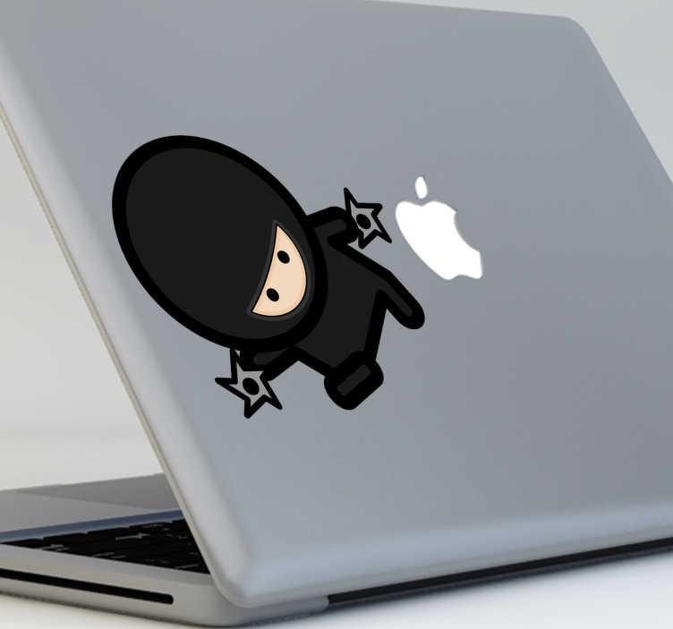TenStickers. Naklejka na laptop ninja z gwiazdami. Śmieszna naklejka dekoracyjna, która przedstawia wojownika ninja z gwiazdami do rzucania.