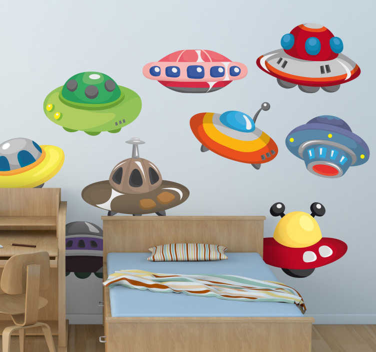 TenStickers. 외계인 ufos kids 침실 스티커. Ufo 스티커를 적용하기 쉽도록 자녀의 침실을 장식하십시오. 공간 벽 스티커의 우리의 수집에서. 이 외계인의 벽 스티커가 공간을 통해 모험을 떠날 수있게하십시오!