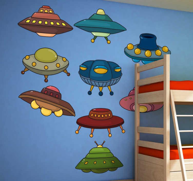 TenStickers. παιδικά αυτοκόλλητα τοίχου ufos. παιδικά αυτοκόλλητα τοίχου - συλλογή από πολύχρωμα διαστημόπλοια ιδανικά για τη διακόσμηση παιδικών κρεβατοκάμαρων ή παιδικών σταθμών.
