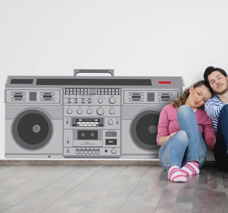 TenStickers. Sticker mural radio cassette. Stickers mural représentant une radio-cassette des années 80.Personnalisez et adaptez le stickers à votre surface en sélectionnant les dimensions de votre choix.