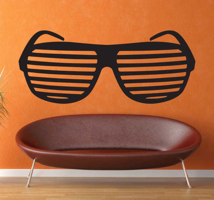 TenStickers. Muursticker ´80s glazen. Deze muursticker is een ouderwets model van een bril wat veel in de ´80s gedragen werd. Prachtig nostalgische wantddecoratie
