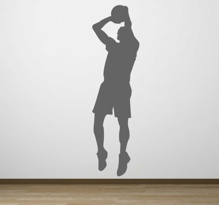 TenStickers. Silueta de baschet trage. Un decalaj de perete pentru fanii de baschet. Un autocolant al unui jucator de baschet in actiune aproape de a inscrie.