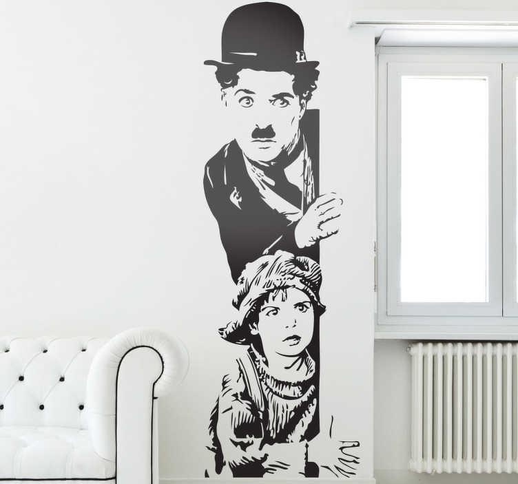 TenVinilo. Vinilo decorativo Chaplin El Chico. En tenvinilo hemos sintetizado esta famosa escena del film de Charlotte. Adhesivo para los cinéfilos amantes del cine mudo. Del autor de Candilejas.