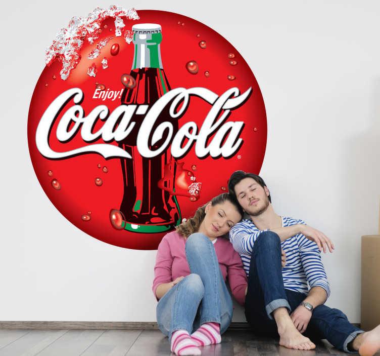 TenStickers. Adesivo decorativo scritta CocaCola. Rinfrescante sticker di forma circolare con la classica illustrazione della nota bevanda americana.
